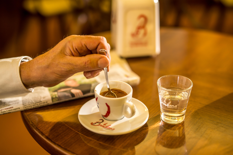 cliente con caffè